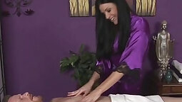 After sucking pussies blonde India Summer gets a sensual massage