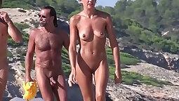 BIG feet trance candi freesty public beach / milf tourist handsfree
