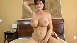 Cougar wants her asshole pounded and she gets fucked