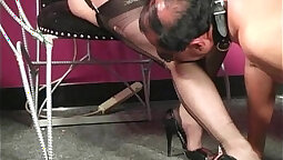 Mistress bldg removes her nylons