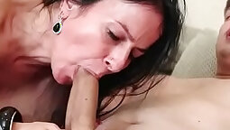 Babe fucks her hairy overweight pussy