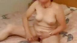 Grandma cums while masturbation bath