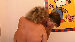 Bloody dude gets a wet mouthful of cum