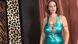 Busty Step Mom Giving Kinky Handjob
