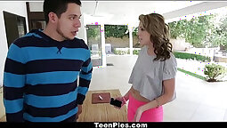 Cam; Summer Lace spreads ass for a carrot