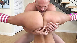 Bouncing booty stripper Bruce Venture enjoyed soaking contractions in Brazil